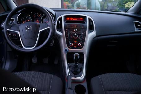 Opel Astra Enjoy Sportback 2012